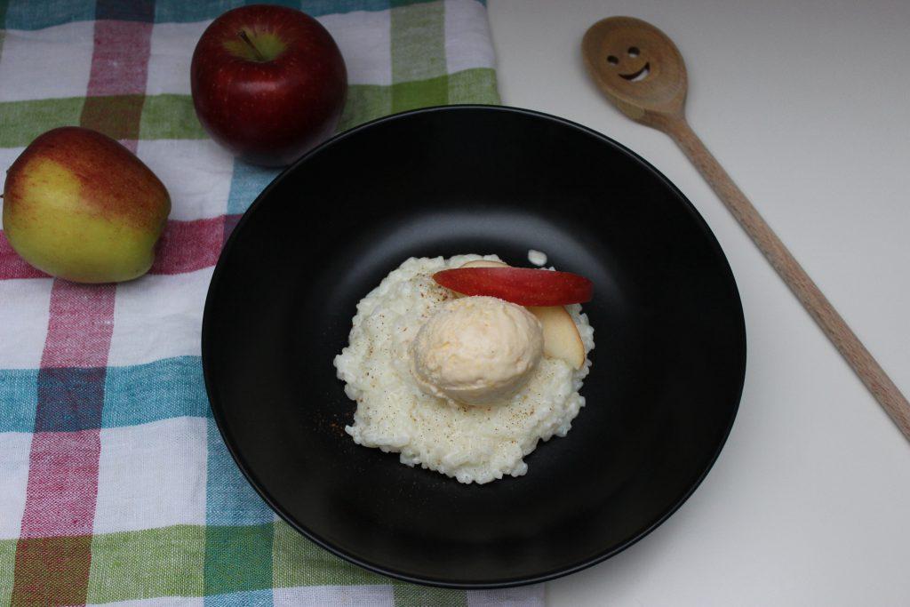 Milchreis mit Apfeleis