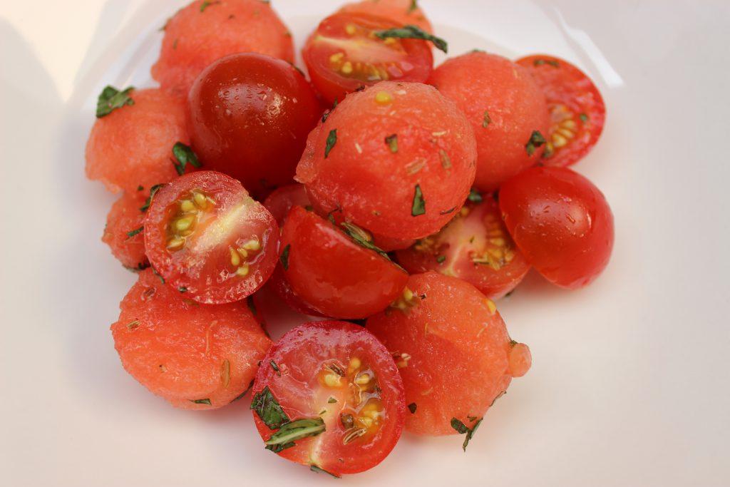 Wassermelonen-Tomatensalat2
