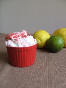 Joghurteis mit Erdbeerswirl