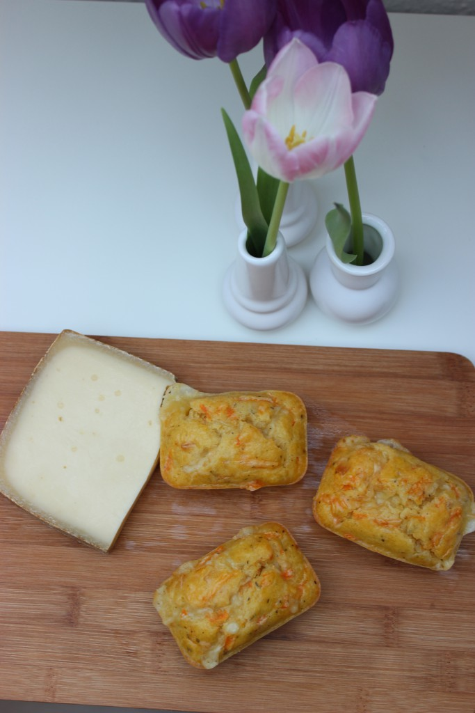 Herzhafte Karotten-Käse-Minicakes