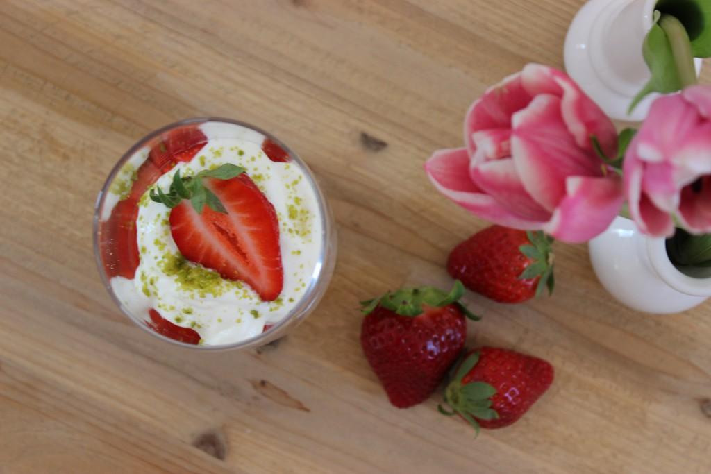 Rhabarber-Vanille-Kompott mit Joghurtmousse