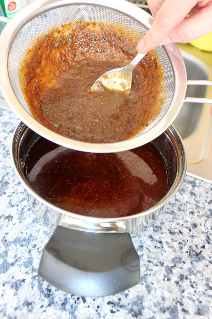 Rinderfilet mit Rotweinsauce, Speckbohnen und Semmelknödeln