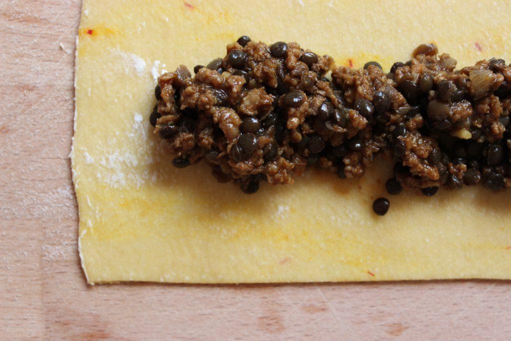 Safran-Maultasche mit Lamm-Linsenfüllung