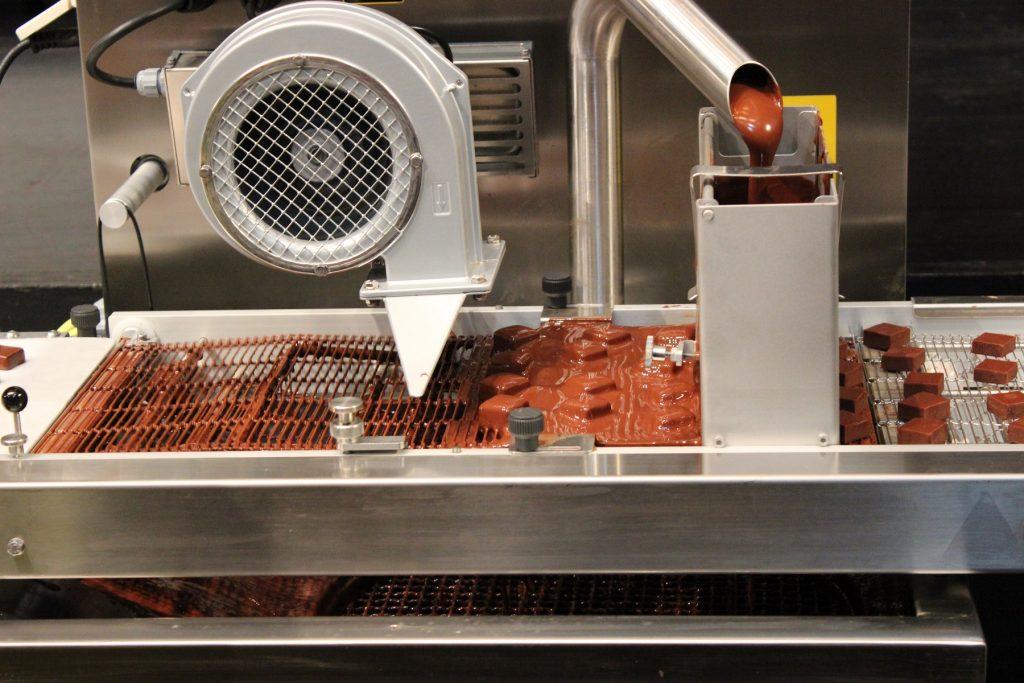 Petit salon du chocolat - Pralinenüberzugsmaschine