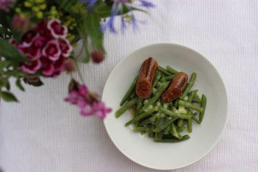 Buschbohnensalat mit Kartoffeldressing und gebratenen Merguez