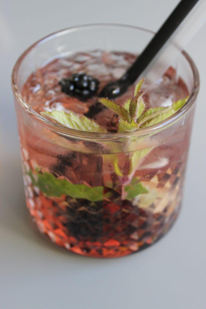 Schorsch -prickelnder Sekt-Cocktail mit Brombeere