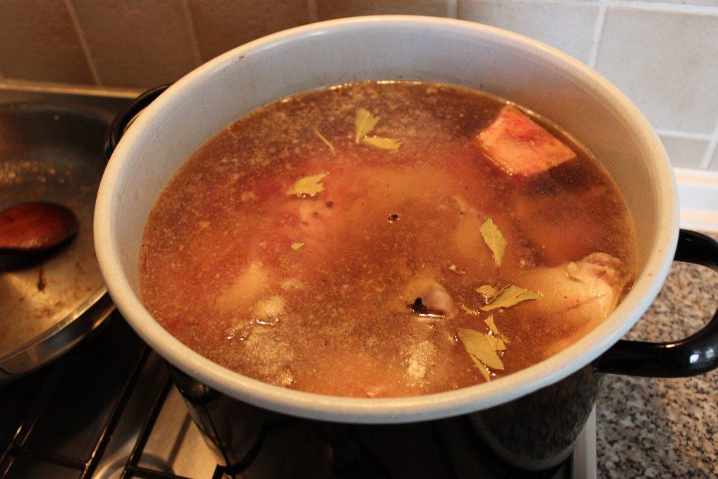 Rindssuppe mit Graupen und Gemüse
