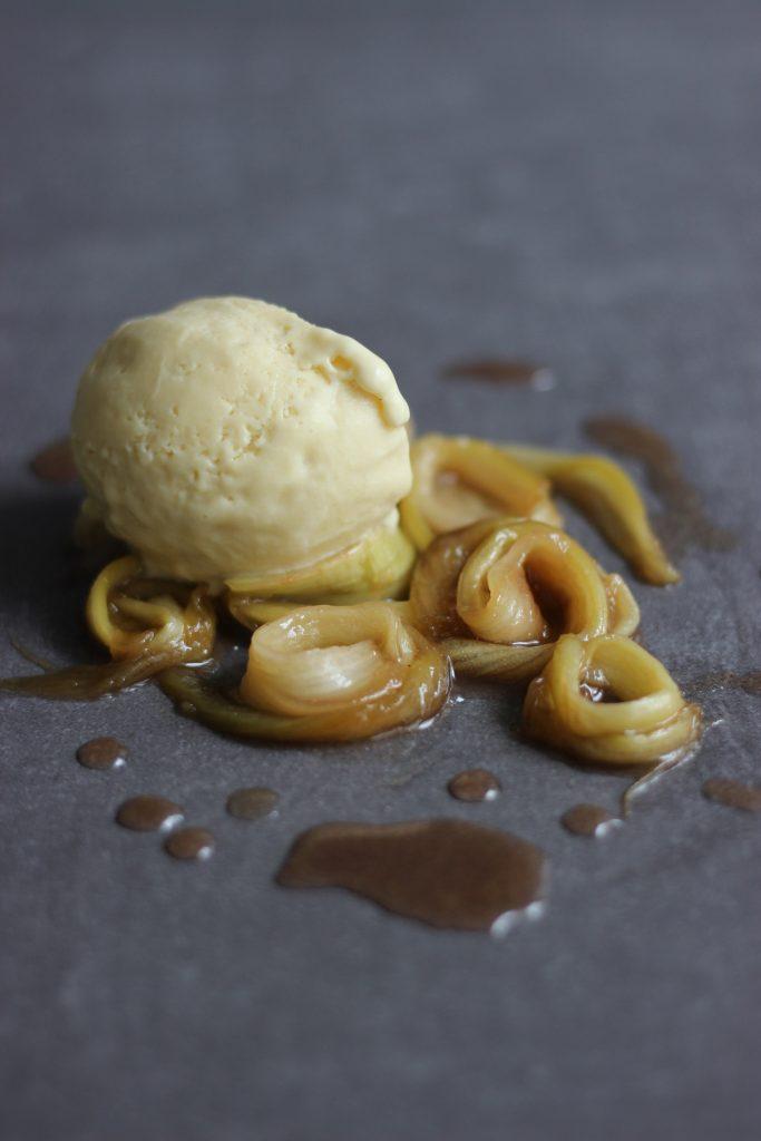Rhabarber-Mandel-Eis