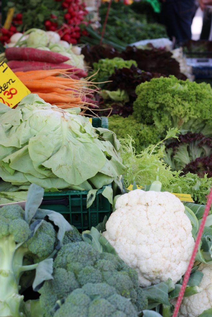 Spargel mit Grüne-Sauce-Kräuterbutter