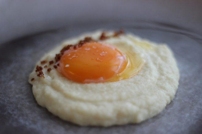 Onsen-Ei mit Selleriecreme - Kulinarischer Jahresrückblick - Foodblog-Bilanz 2018 - evchenkocht und Nussbutter-Crunch