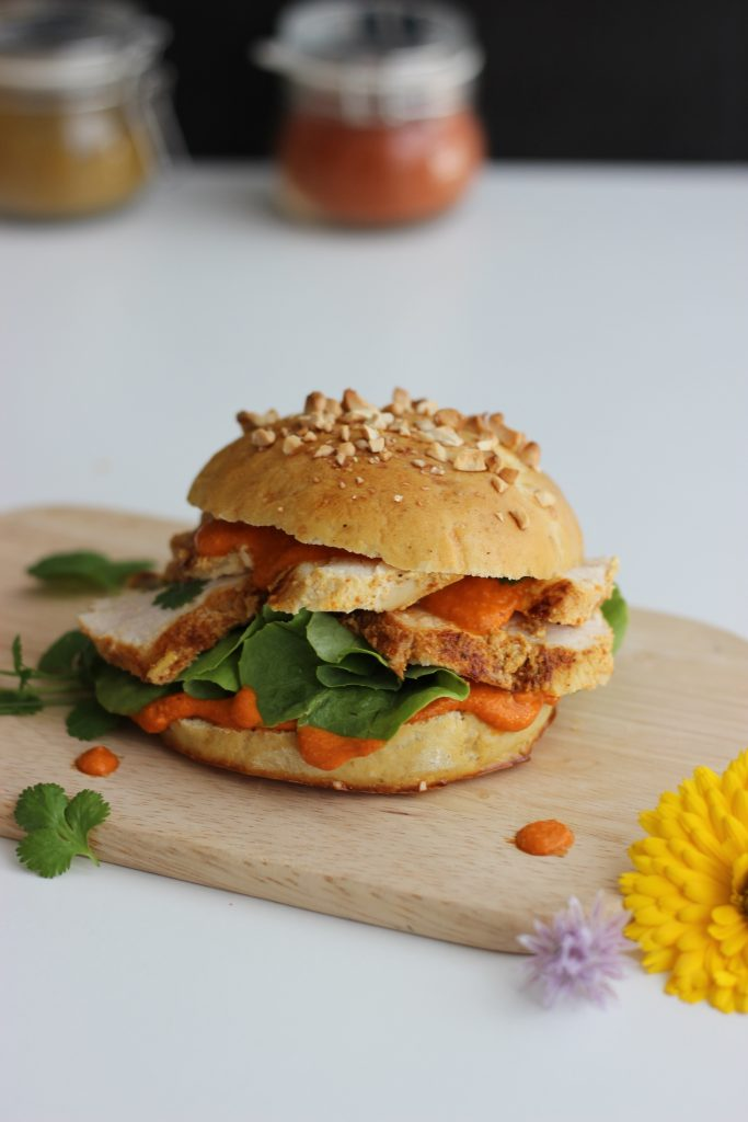 Indischer Burger im Butter Chicken Style mit Brioche-Burger-Buns