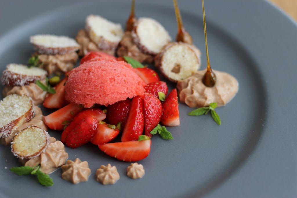 Brezel-Dessert: Vollmilchschokolade-Brezel-Erdbeeren