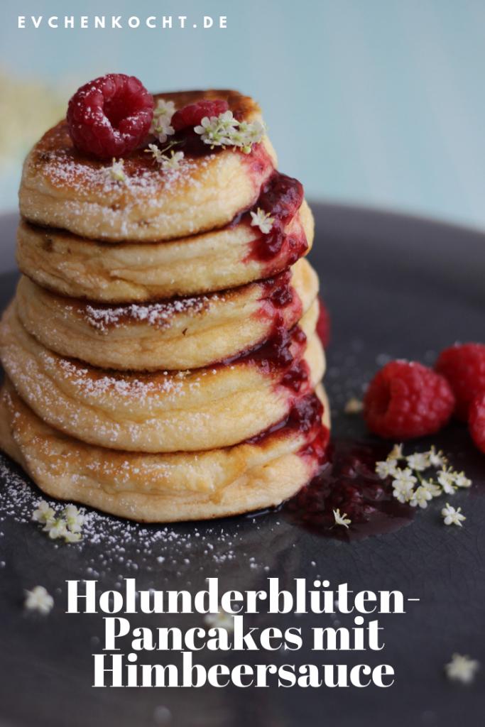 Holunderblüten-Pancakes mit Himbeersauce