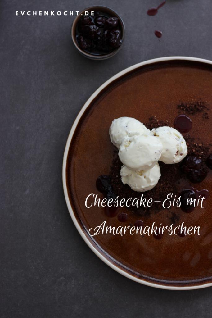 Cheesecake-Eis mit Amarenakirschen
