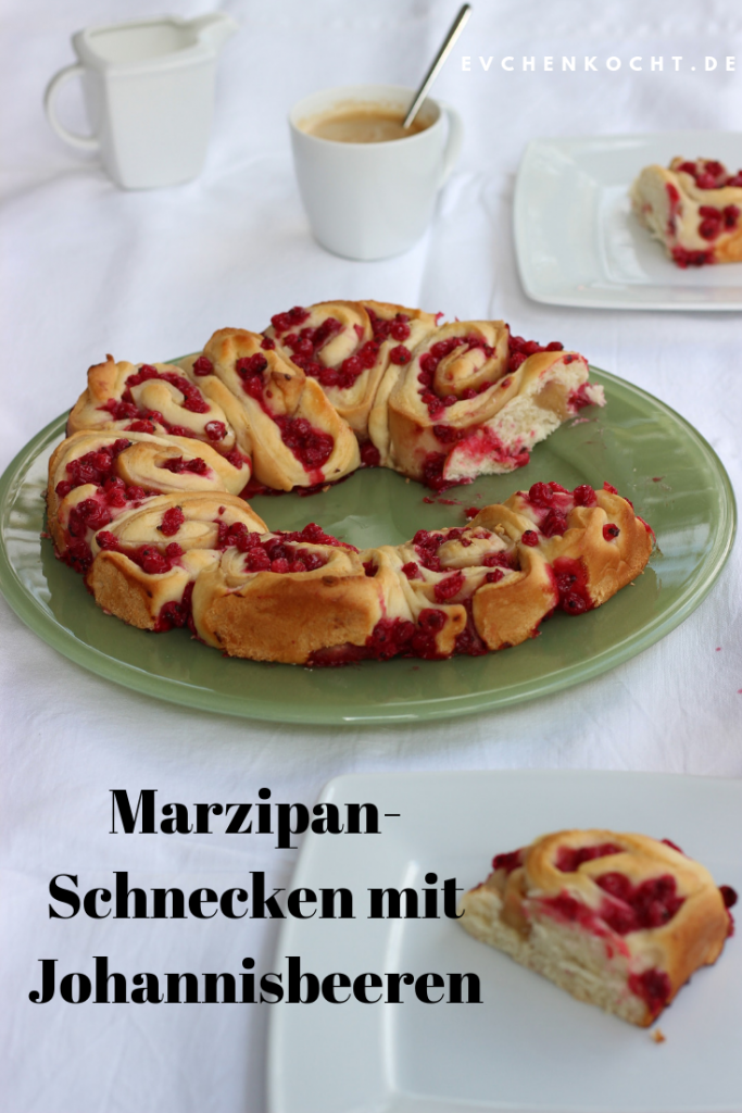 Marzipan-Schnecken mit Johannisbeeren