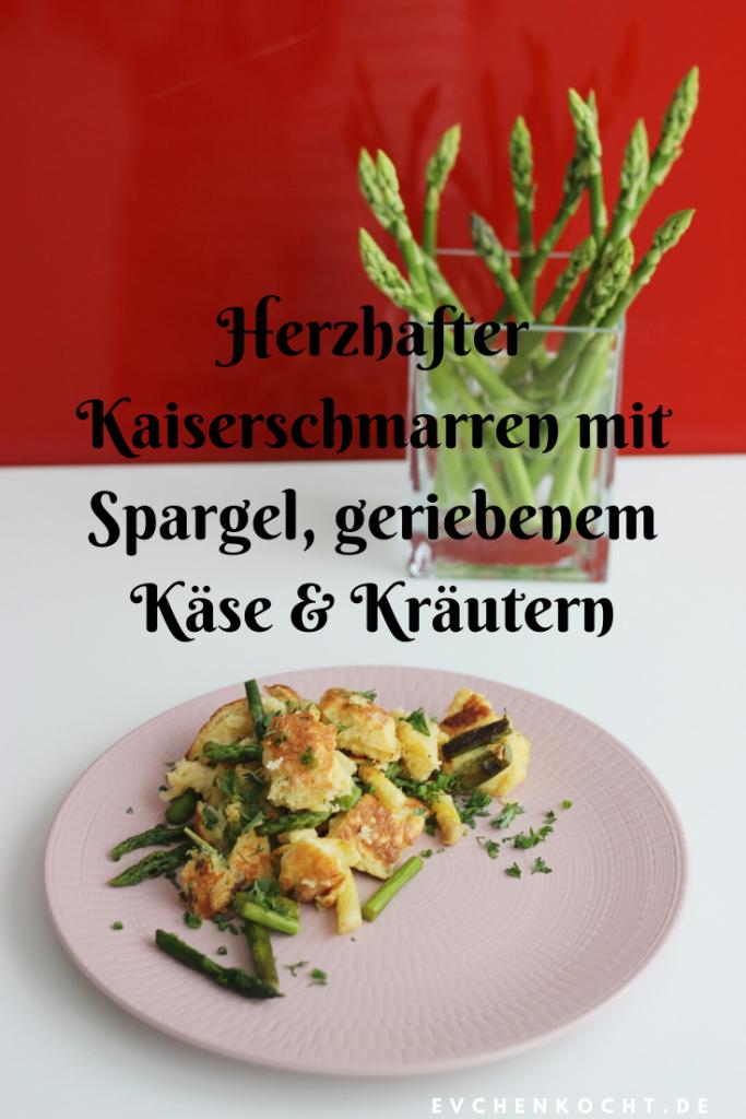 Herzhafter Kaiserschmarren mit Spargel, geriebenem Käse & Kräutern