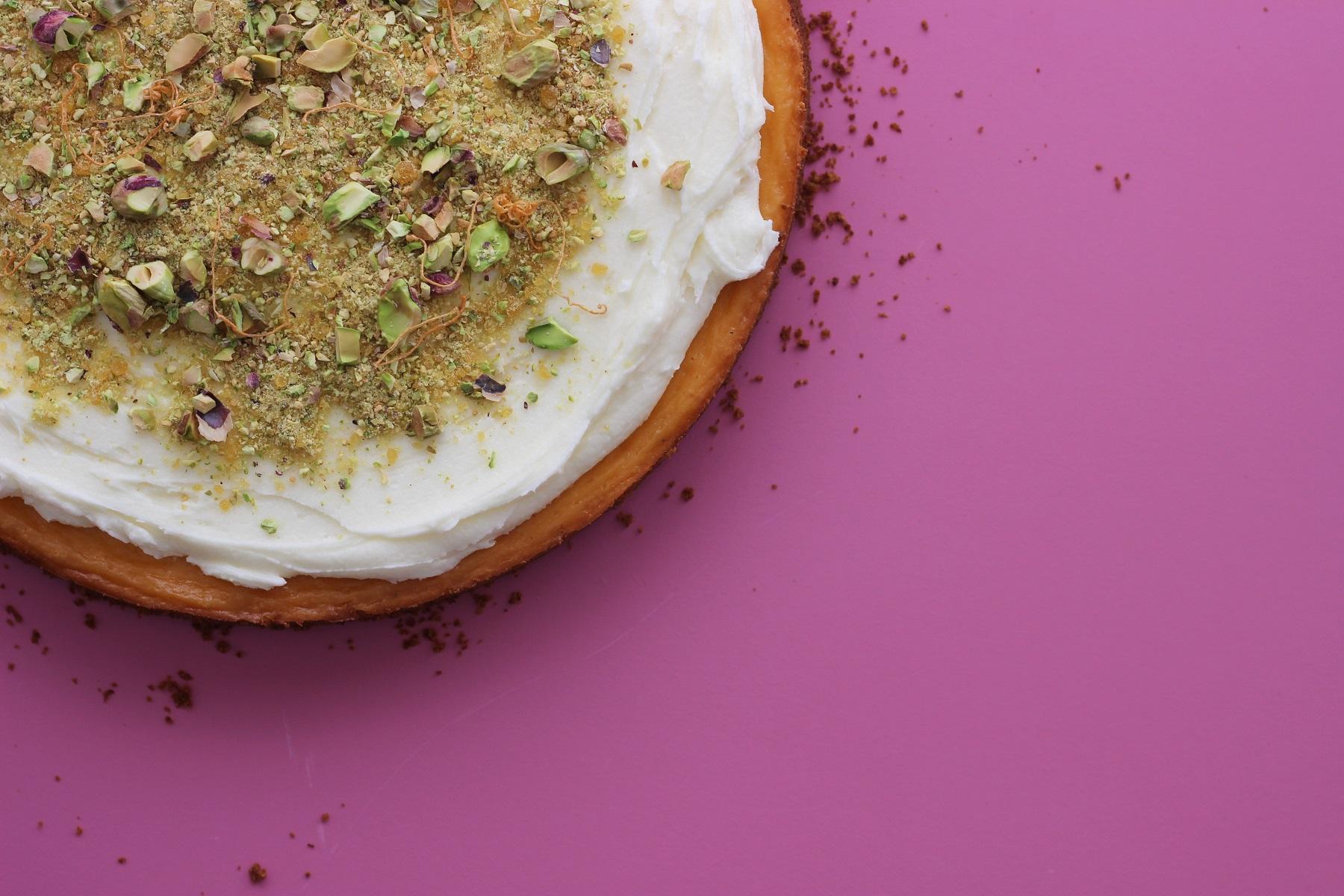 Kardamom-Grapefruit-Cheesecake mit Pistazienkrokant