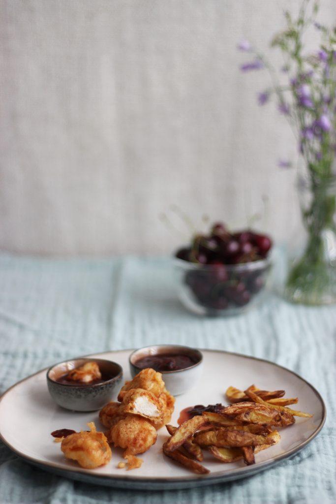 Selbstgemachte Chicken Nuggets und Kartoffel-Wedges - fast food in der slow version