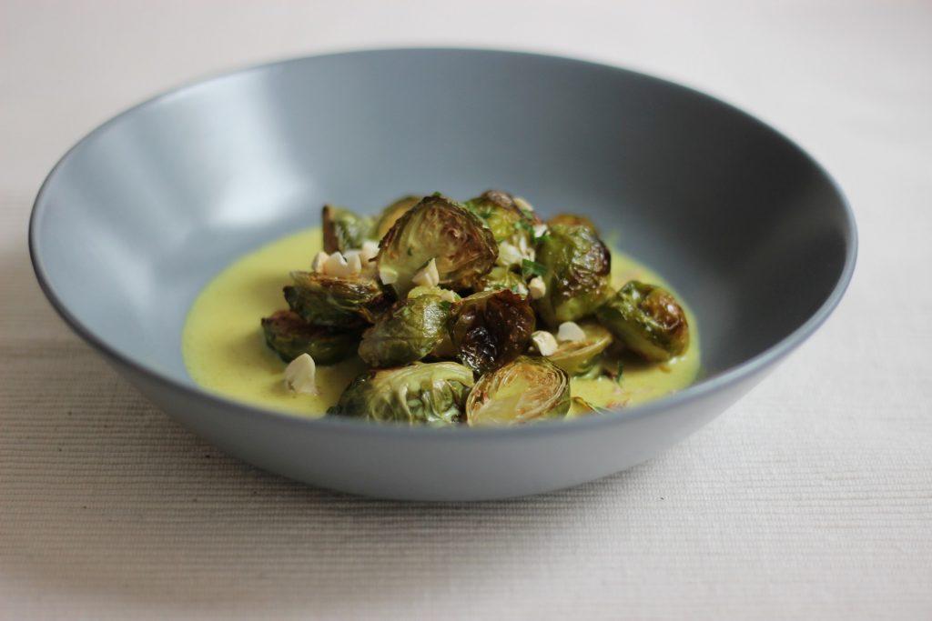 Rosenkohl-Curry mit Mandarine und ofengeröstetem Rosenkohl
