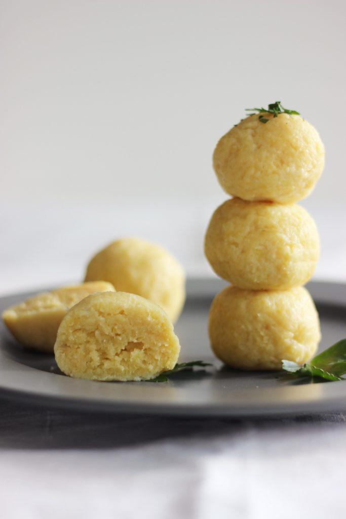Kartoffelknödel aus gekochten Kartoffeln