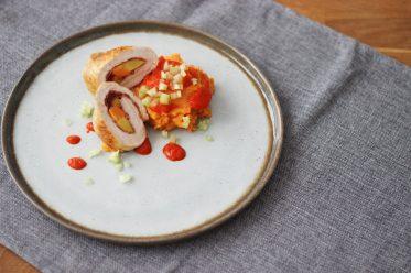 Putenroulade mit Möhrchen und würzigem Süßkartoffelstampf