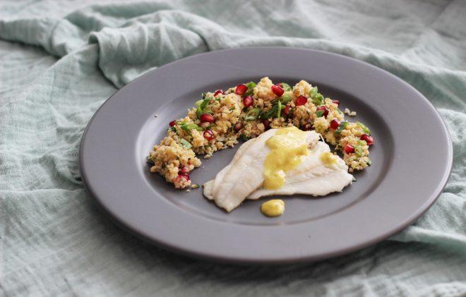 Blumenkohl-Couscous mit Schollenfilet und Curryschaum mit schwarzer Zitrone