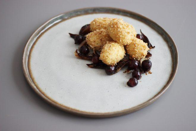 Walnuss-Gnocchi mit Miso-Zwiebeln und Weintrauben